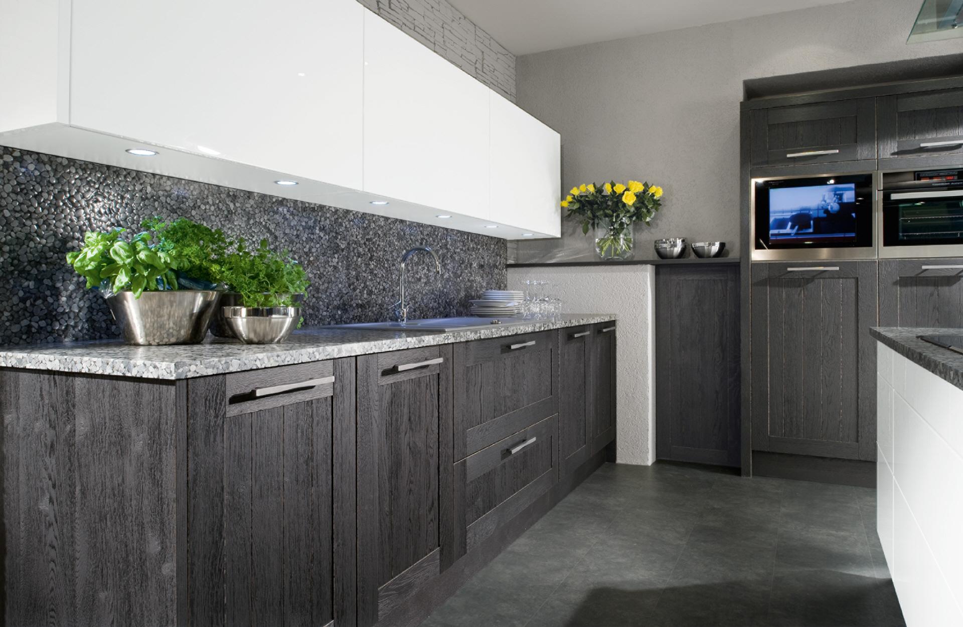 Atemberaubend Küche Granit Und Wandanschluss Galerie - Küchenschrank ...